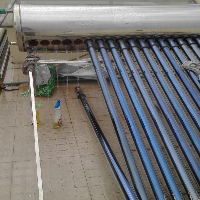 vệ sinh máy năng lượng mặt trời